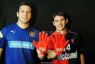 """""""Estoy a disposici�n el entrenador"""" - Ahora son compa�eros. Jorge Broun y Mauricio Sperdutti cuando eran rivales en Rosario. El arquero en Central y el delantero en Newell�s. -"""