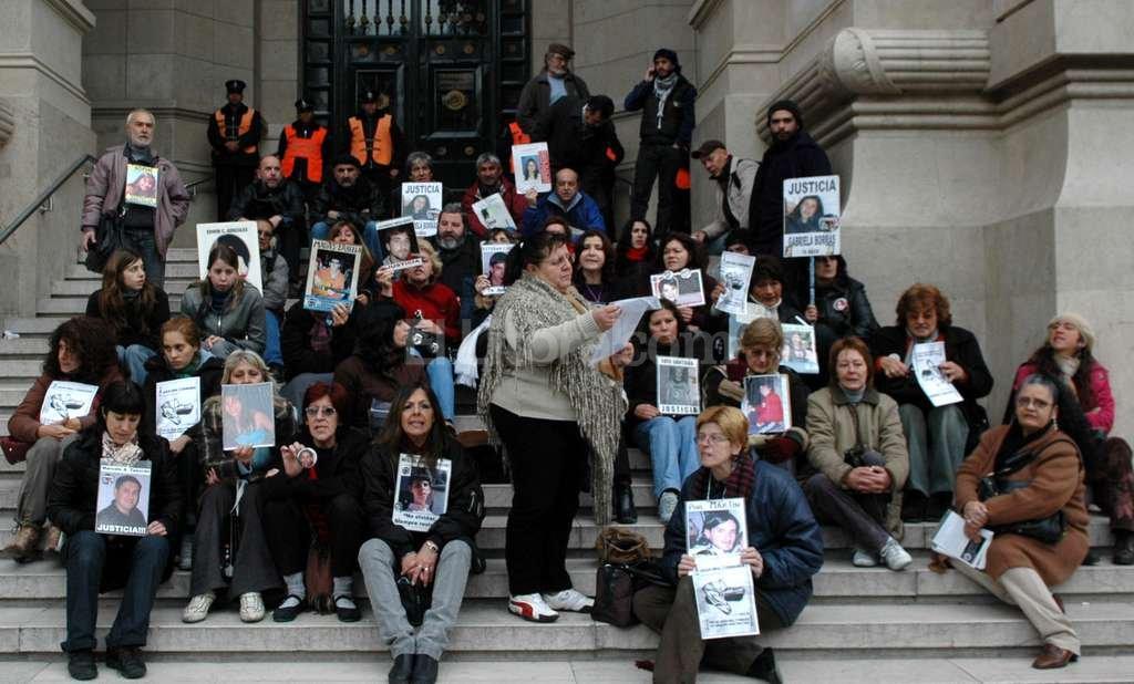 Foto de archivo de los familiares de las víctimas de la tragedia del 2004. <strong>Foto:</strong> Archivo El Litoral.