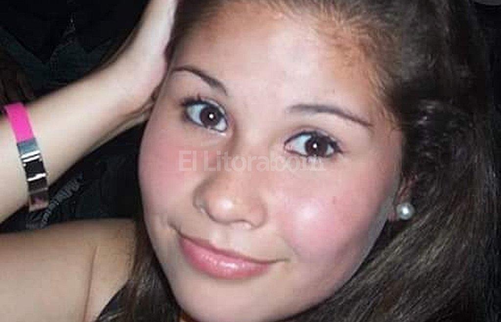 Pura sonrisa. Así es como quiere recordar a Antonella Olmedo su familia, que envió esta fotografía y pidió que sea la imagen con la que se la tenga presente, en su búsqueda de justicia. <strong>Foto:</strong> Gentileza familia Olmedo.