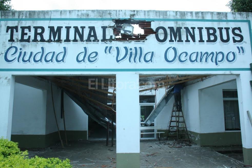 se desplom el techo de la terminal de colectivos de villa