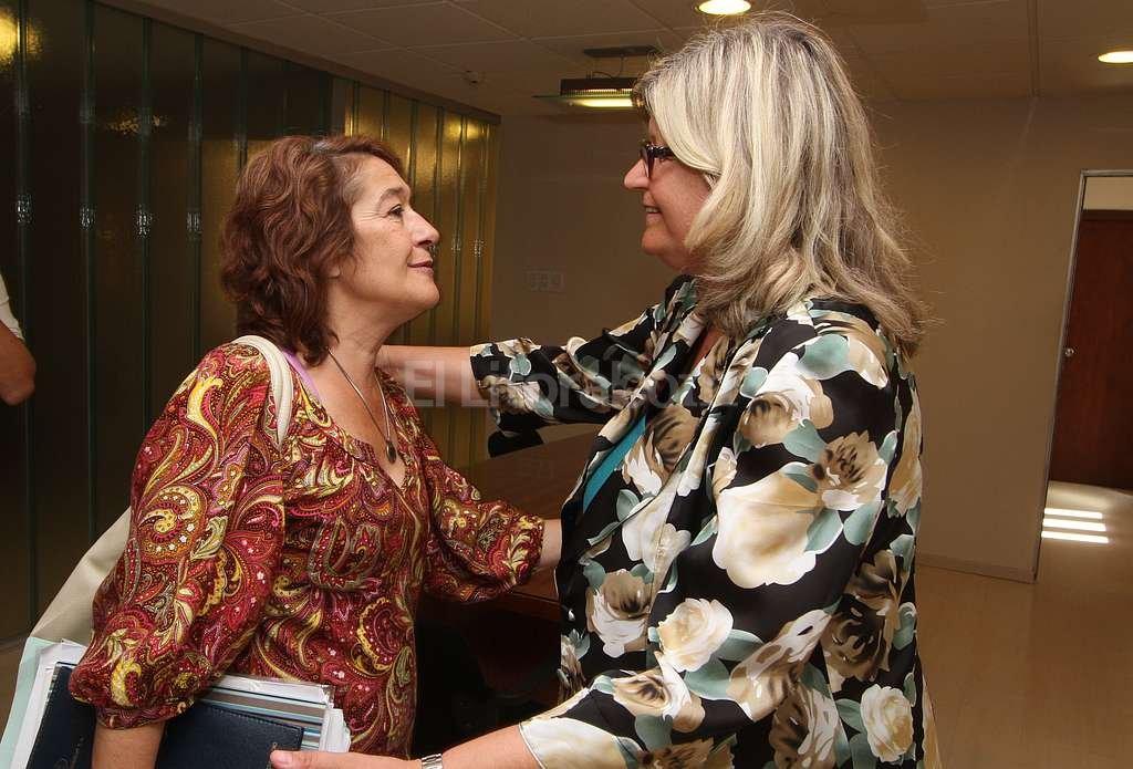 Sonia Alesso (Amsafe) y Claudia Balagué (ministra de Educación). <strong>Foto:</strong> Archivo El Litoral