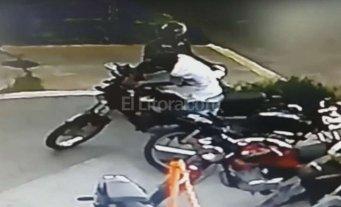 As� robaron una moto mientras el due�o jugaba al f�tbol