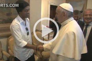 """""""�Pel� o Maradona?"""", le pregunt� el papa a Ronaldinho"""