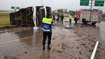 4 muertos y 30 heridos tras vuelco de un colectivo en Entre R�os