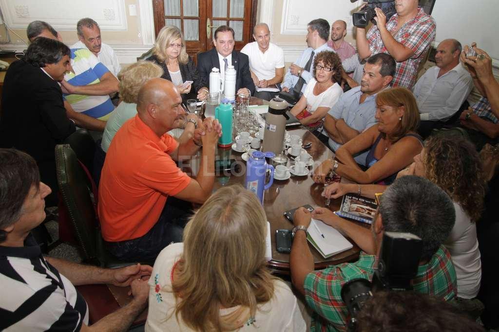 Docentes siguen el lunes con reuniones t cnicas el for Docentes en el exterior 2016