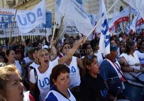Docentes bonaerenses rechazaron aumento de 24,1 % en tres cuotas
