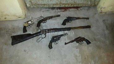 Investigan el hallazgo de armas viejas en comisarías santafesinas