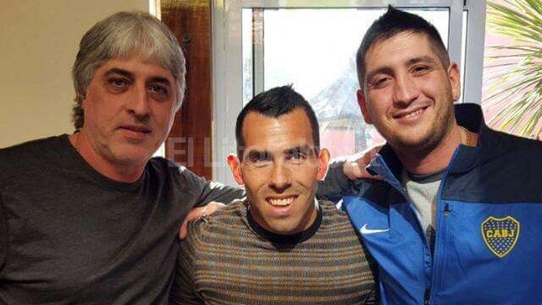 Rafael Di Zeo, Carlos Tevez y Facundo Caccia. EFE