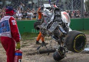 Así fue el espectacular accidente de Fernando Alonso en Australia