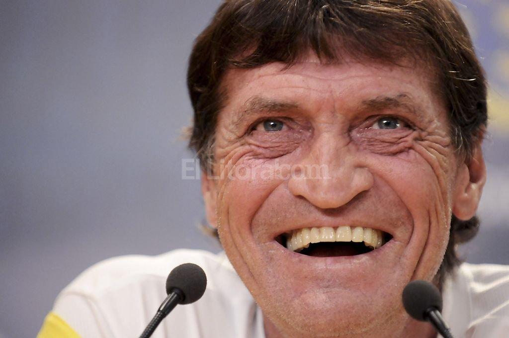 Sonrisa ancha para el nuevo entrenador de Banfield.