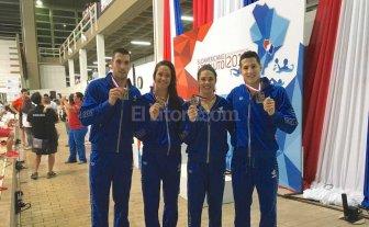 Santiago Grassi medalla dorada en la posta 4×100 combinado mixto