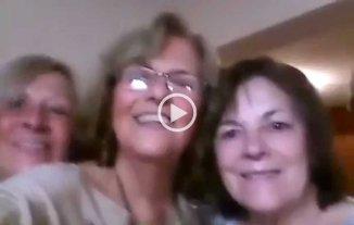 """Video: �Qu� pasa cuando 4 se�oras intentan tomar una """"selfie""""?"""