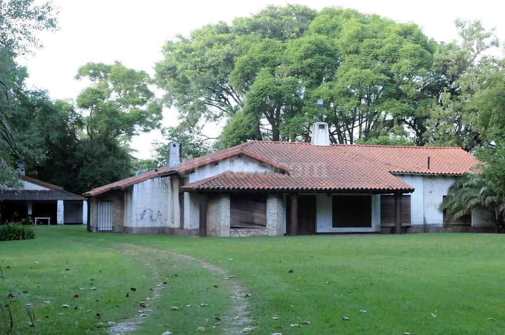 La denominada Quinta de Funes, ubicada en el cruce de la ruta nacional 9 y diagonal San José en la localidad de Funes, en cercanías de Rosario, donde funcionó un Centro Clandestino de Detención, durante la dictadura cívico-militar entre 1976 y 1983. Crédito: Archivo El Litoral.