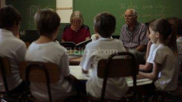 Tertulias literarias y papás voluntarios: 20 escuelas  aplicarán un nuevo plan
