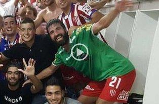 Pol�mica: �Qu� hac�a Villar con la camiseta de un �rbitro?