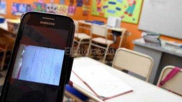 Complicada por las lluvias, una escuela da clases por WhatsApp
