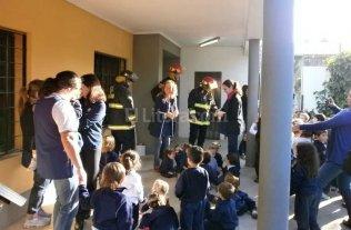 Mir� las fotos de dos simulacros de incendios por parte de los bomberos de Santa Fe