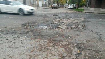 Una esquina destrozada es un peligro para los peatones