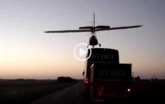 Video: Marcos Di Palma aterriz� un avi�n sobre un colectivo