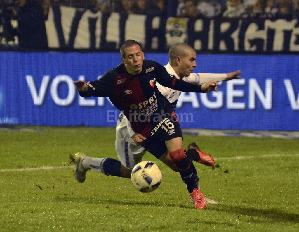 Perdi� 3 a 0 ante Gimnasia en La Plata  Col�n: La misma pel�cula de siempre - Nico Silva se quiere escapar pero no puede. El delantero fue lo mejorcito de un nuevamente pobre Col�n.