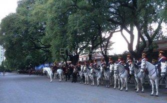 D�a de la patria: Granaderos a caballo transmiten por Twitter los festejos
