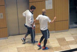 Messi mejoró pero podría perderse el debut en la Copa América - A Messi se lo vio en el hotel en San Juan con dificultad para caminar, tomándose la cintura con la mano izquierda.