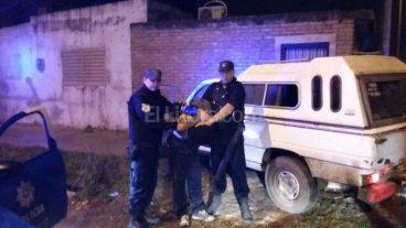 Robaron una camioneta y fueron capturados mientras hu�an