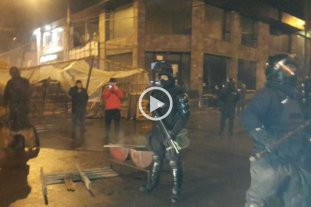 Video: violento desalojo a docentes y estatales de Tierra de Fuego