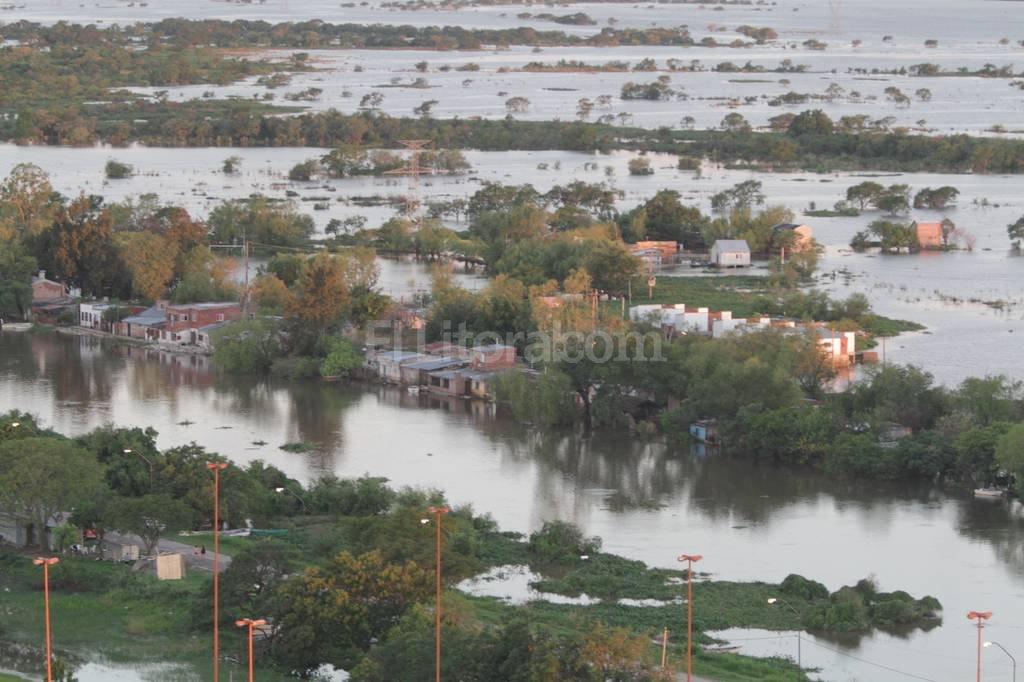La Vuelta inundada. Vista aérea del barrio durante la inundación ocurrida durante el primer semestre de este año. Aquí rellenarán y construirán 80 viviendas. Manuel Fabatía