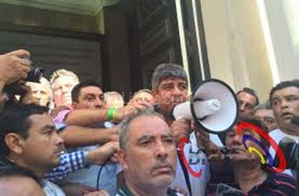 Camioneros protestó en febrero por la decisión del Banco Central de terminar con la obligatoriedad del envío de resúmenes de tarjetas de crédito. Crédito: Twitter