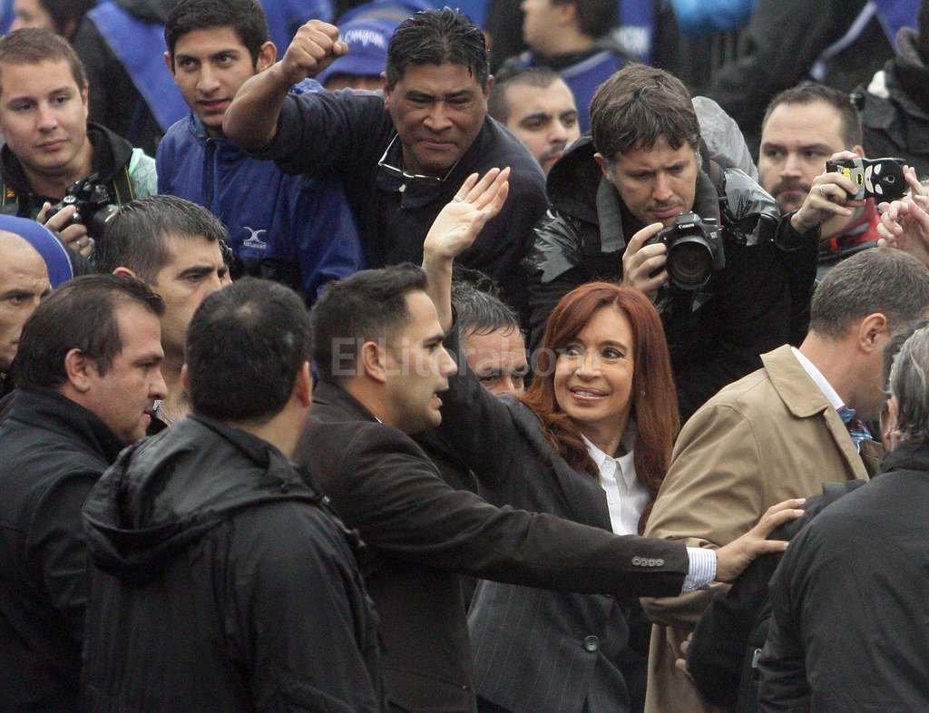 Cristina saluda a sus fieles antes de ingresar a declara al juzgado de Bonadío. <strong>Foto:</strong> DyN
