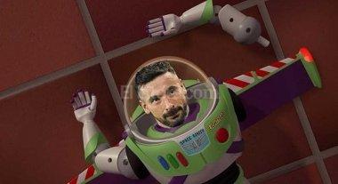 Lavezzi se cay� atr�s del cartel y...�hay memes!