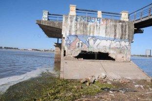 El viejo pilar de Puerto de Palos está muy deteriorado