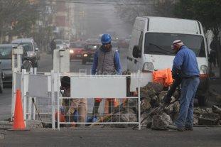 Trabajan en un hundimiento  en calle Belgrano y Suipacha