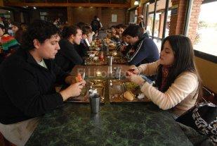 UNL: 1.500 personas van por d�a a los comedores universitarios