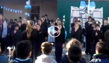 Video: alumnos santafesinos interpretaron el himno con lenguaje de se�as