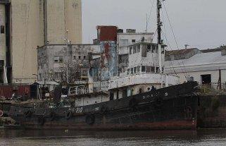 Buscan retener en la ciudad un remolcador a vapor de la Segunda Guerra Mundial