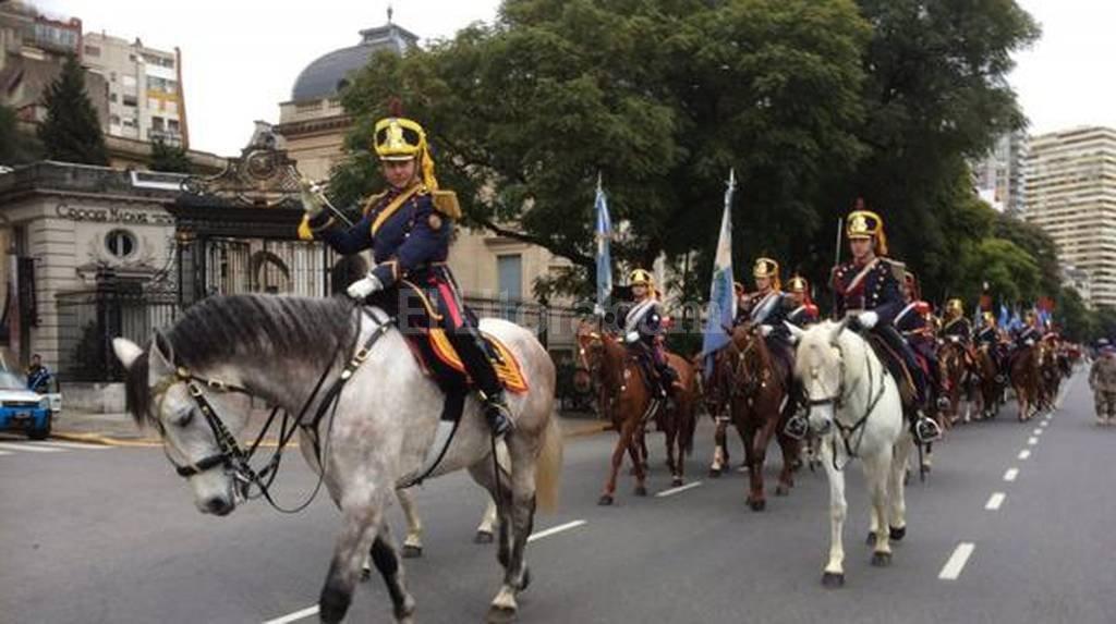 El desfile de bandas militares cont� con numeros�simo p�blico Agencia EFE/T�lam