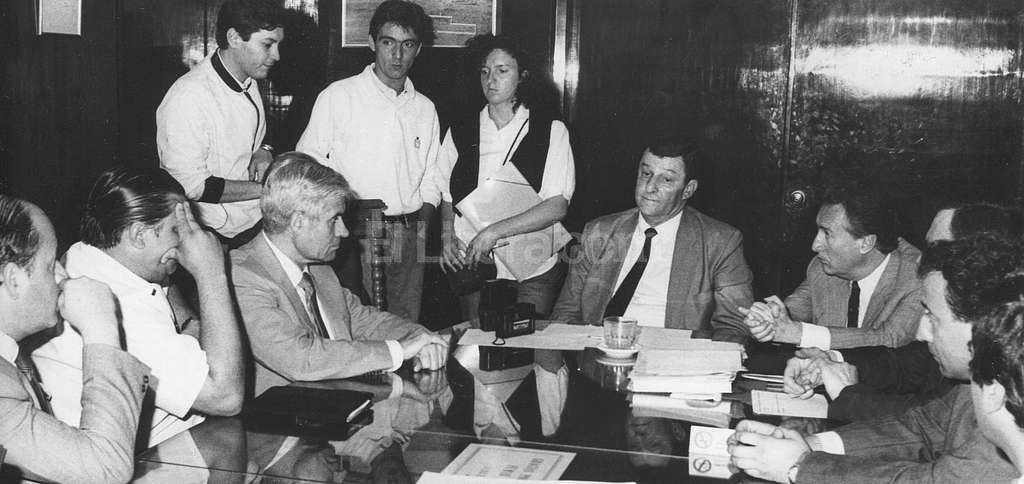 En El Litoral, en una entrevista como intendente. Durante el año y medio de su gestión era habitual que recibiera en su despacho, junto a su gabinete, a los periodistas. Archivo El Litoral