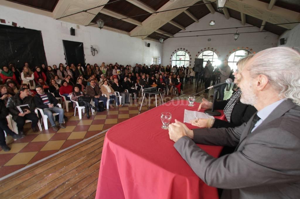 Los docentes ten�an un m�ximo de cuatro horas para responder las preguntas estipuladas por el jurado. Mauricio Gar�n