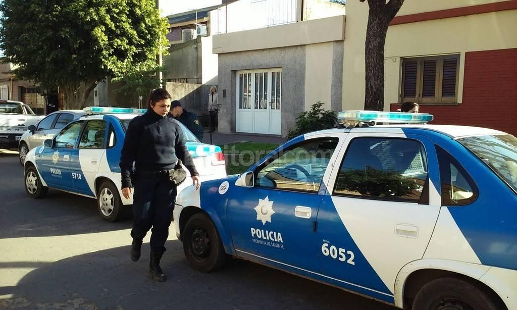 Hernandarias 2600. Personal policial trabaj� en el lugar en busca de los malvivientes.  Danilo Chiapello