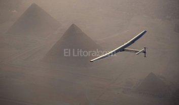 El avi�n propulsado a energ�a solar comenz� la �ltima etapa para dar la vuelta al mundo
