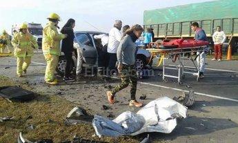 Tr�gico choque frontal en la autopista a Rosario