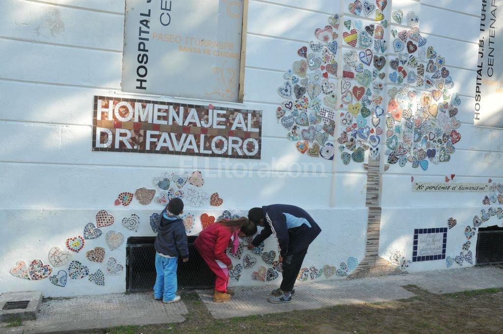 Coraz�n santafesino. El mural fue armado en el pared�n que da contra el hospital, en el espacio verde. Guillermo Di Salvatore