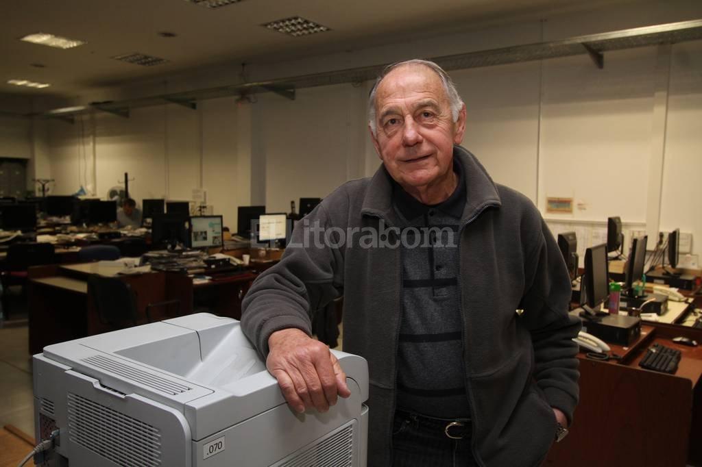 Alberto Pompeo Tardivo en la redacci�n de El Litoral. Casi 50 a�os de trayectoria en el f�tbol como profesional, jugando, dirigiendo, coordinando, como descubridor de talentos o como �esp�a� de futuros rivales. Pablo Aguirre.