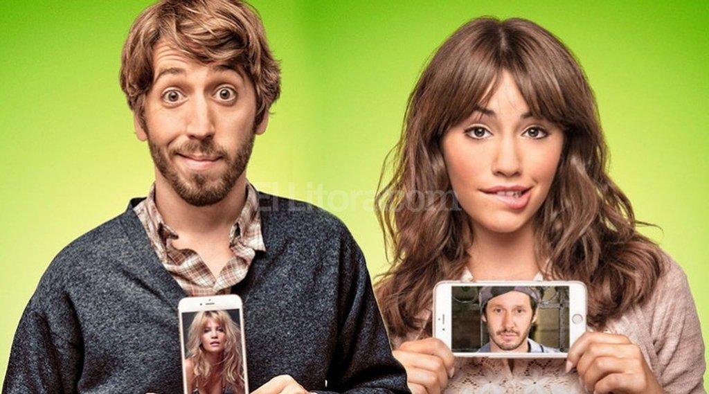 """Mateo (Piroyansky) y Camila (Espósito) tienen cada uno un """"elegido famoso"""" con quien sueñan una noche de amor (Liz Solari y Benjamín Vicuña). Gentileza Patagonik Films"""