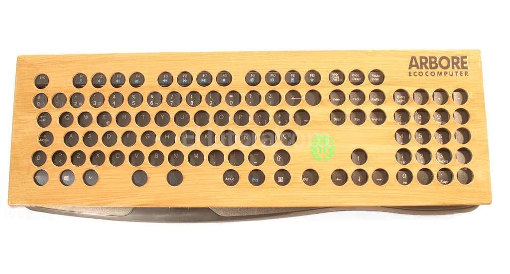 Modelo. Así es el teclado adaptado para personas con dificultades de motricidad en sus extremidades superiores. Gentileza Arbore EcoComputer
