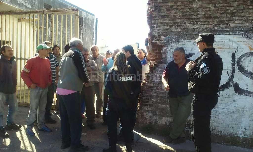 Trabajadores bloqueaban la salida de la fábrica a modo de protesta por la falta de pago de sus salarios Danilo Chiapelo