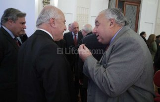 Lifschitz se re�ne con fiscales en medio de la disputa con la Justicia