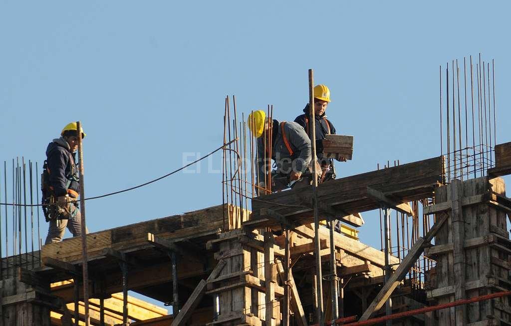 El desempleo en el país alcanzó el 10,1% pero en Santa Fe es de casi la mitad